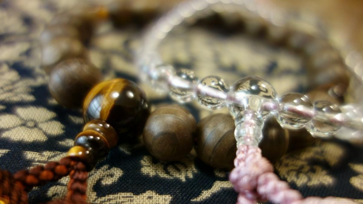 すべてわかる!「数珠」の意味、持ち方、選び方