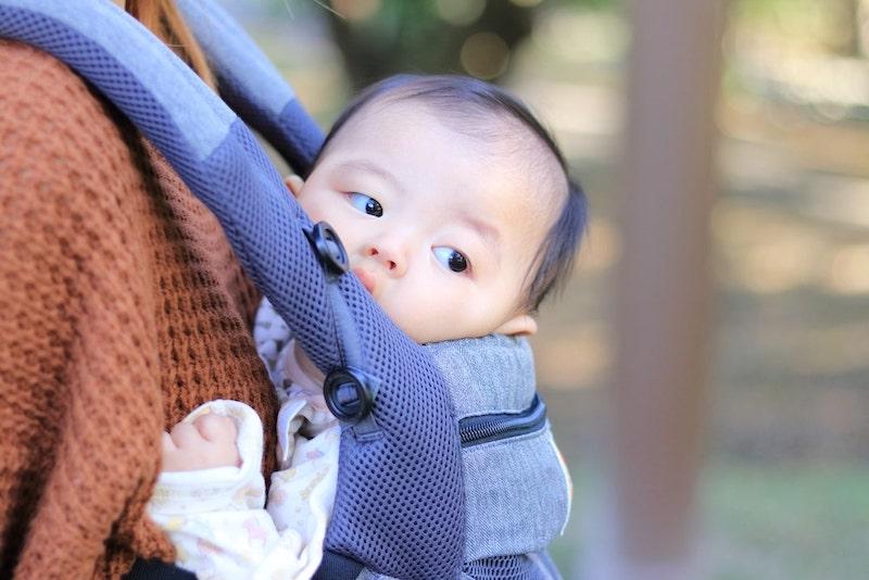 抱っこひもと赤ちゃん