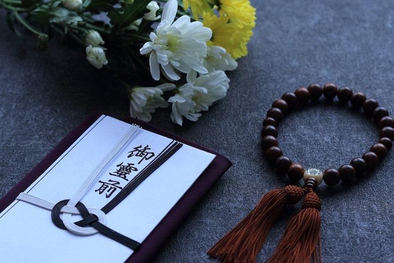 数珠と香典