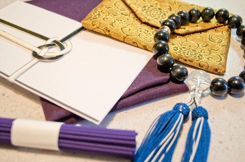 数珠とお悔やみの道具
