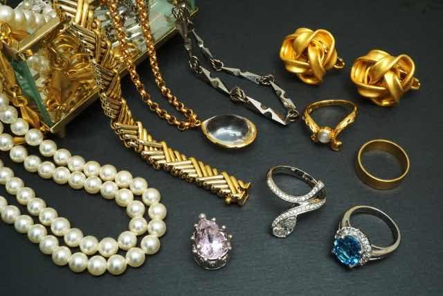 遺品の宝石類のイメージ