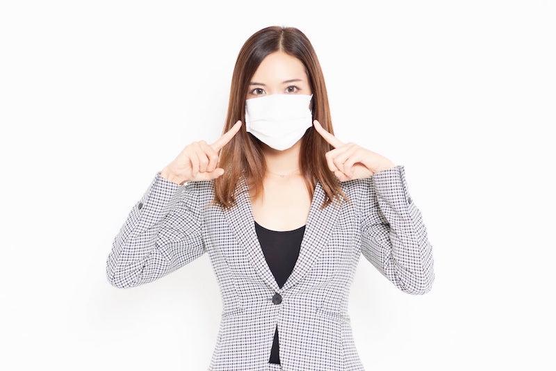 コロナ禍 マスクの女性
